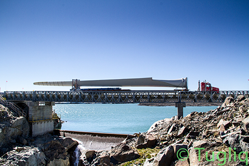 Wind-turbines-blade-passing-through-the-spillway-bridge-at-Raglan-Mine-site
